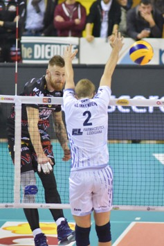 Con un 3-0 netto Perugia batte Latina nel posticipo dell'11a giornata e sale al quarto posto in classifica in Superlega maschile